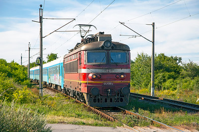 44 130 approaches the old station site at Kopanitsa with train 5611 17.00 Sophia to Kulata. Friday 8th July 2016.
