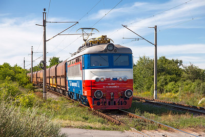 TBD's 44 083 (Ex CFR) passes the level crossing near Kopanitsa with loaded coal for Bobov Dol Power Station. 60 1128 is dead on the rear. Friday 8th July 2016.