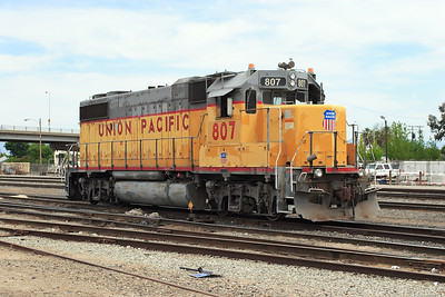 UP 807 (GP38-2 Ex MP 2307) remote control yard shunter at Bakersfield. 29/04/2007.