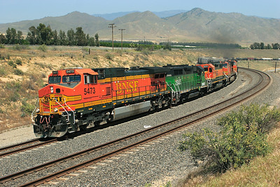 BNSF 5473 (C44-9W), BNSF 2965 (GP39-2R), BNSF (GP38-2), BNSF 4325 (C44-9W), BNSF 4570 (C44-9W) & BNSF 574 (B40-8W) lead a westbound manifest through Sandcut, Saturday 28th April 2007.