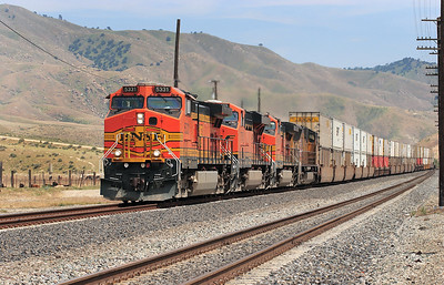 BNSF 5331 (C44-9W), BNSF 7755 (ES44DC), BNSF 5514 (C44-9W) & UP 4738 (SD70M) swing onto the double track section at Bena with a northbound intermodal. 29/04/2007.