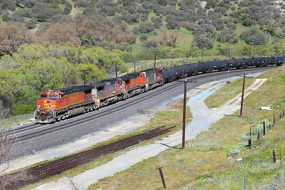 BNSF 4911 (C44-9W), BNSF 575 (B40-8W), BNSF 5464 (C44-9W) & BNSF 8215 (SD75M) pass Cable with a southbound manifest train. Sunday 29th April 2007.