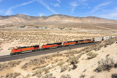 BNSF 5331 (C44-9W), BNSF 7755 (ES44DC), BNSF 5514 (C44-9W) & UP 4738 (SD70M) pass Warren with a northbound intermodal. 29/04/2007.