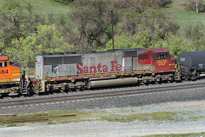 BNSF 8215 (SD75M) in warbonnet livery. 29/04/2007.