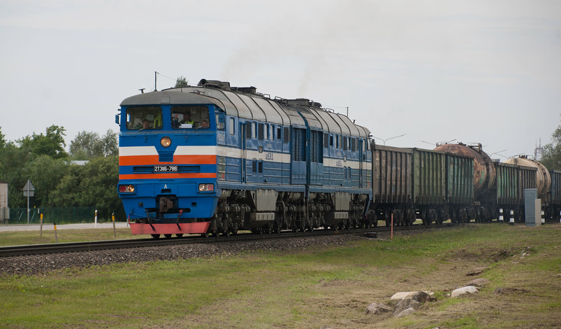 This Estonia Rail Services loco looks in better condition judging by the relative lack of clag as it rumbles out of the yard in the direction of Riga