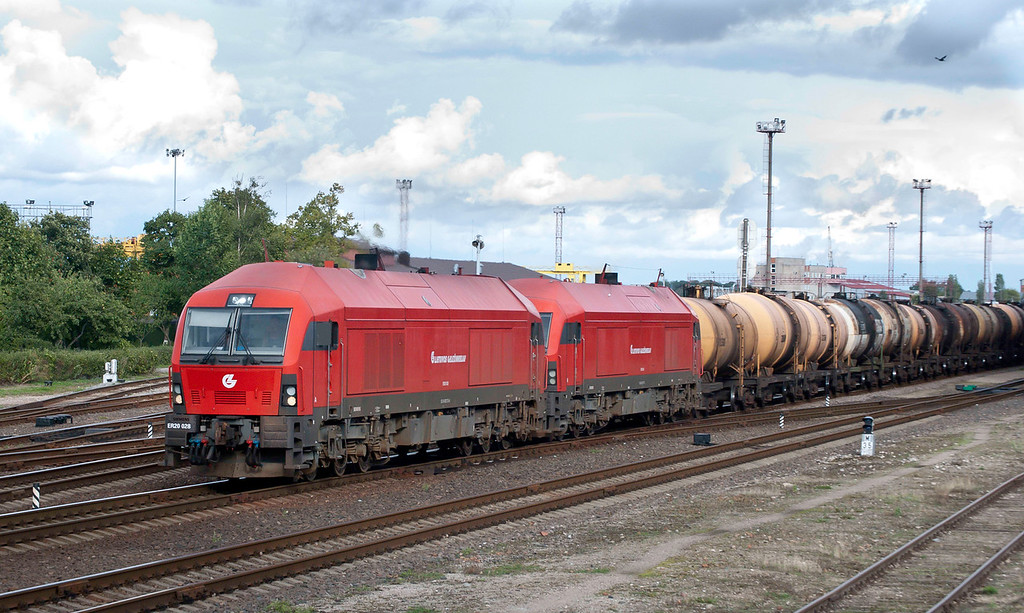 2 x Eurorunner on oil train at Klaipeda