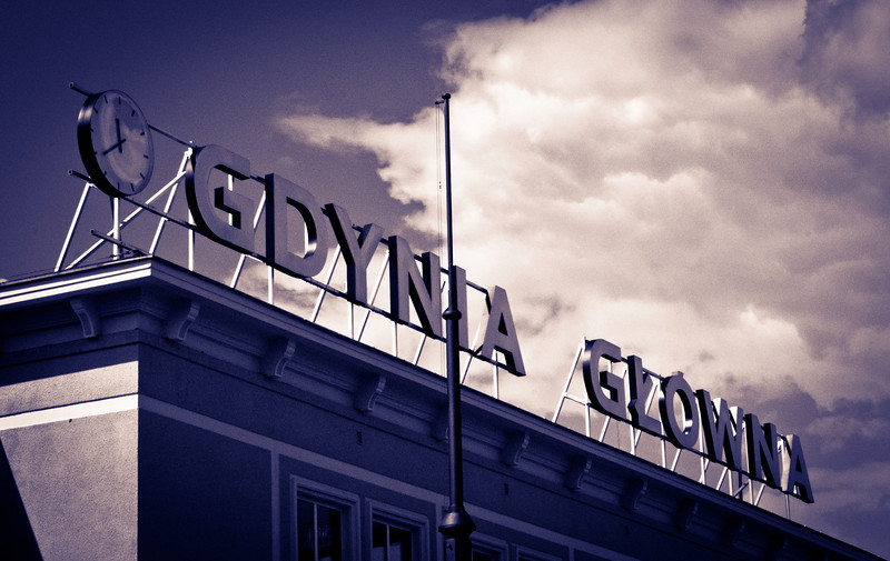 Gdynia station sign