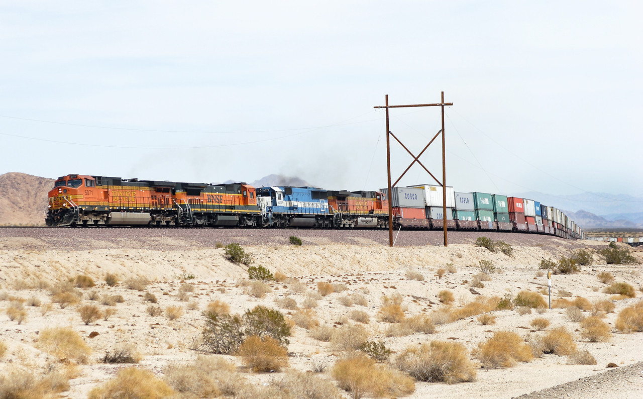 BNSF 5071 (C44-9W), BNSF 8603 (B40-8), EMD 9072 (SD60) & BNSF 4491 (C44-9W) a nice change from solid Dash 9 consists. Westbound doublestack at East Siberia. 30/04/2007.