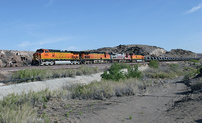 BNSF 5324, BNSF 4574, BNSF 613 & BNSF 4041 (all C44-9W's) head into Kingman Canyon with a loaded westbound coil train. 02/05/2007.