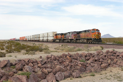 BNSF 4533, BNSF 698, BNSF 5045 (all C44-9W's) pass Fenner with a westbound doublestack train. 30/04/2007.