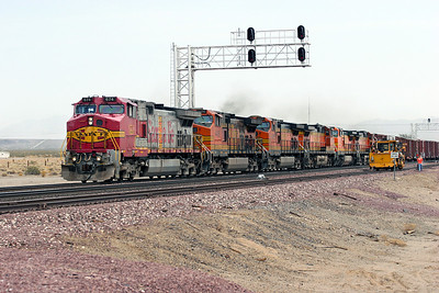 BNSF 674, BNSF 4496, BNSF 4689, BNSF 4895 (all C44-9W's), BNSF 833 (C40-8W) & BNSF 4587 (C44-9W) are westbound at West Amboy with a manifest train. Note that one 674's engine room doors has been replaced with one from a Premium Heritage scheme locomotive. 04/05/2007.