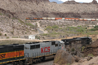 BNSF 5007, BNSF 688 (both C44-9W's), BNSF 926 (C40-9W) & BNSF 4486 (C44-9W) climb Kingman Canyon with an eastbound doublestack train whilst NS8722 passes west in the foreground. The original Route 66 is between the 2 trains whilst the photograph is taken from the 'newer' Route 66. 01/05/2007.