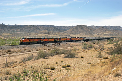 BNSF 5002, BNSF 4491, BNSF 4477, BNSF 4751 & BNSF 4798 (all C44-9W's) all in the Premium Heritage paint scheme pass Hackberry with an eastbound intermodal. 02/05/2007.
