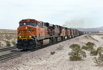 BNSF 7757 (ES44DC), BNSF 4067, BNSF 4622, BNSF 4044 & BNSF 4548 (all C44-9W's) westbound manifest train at East Pisgah. 30/04/2007.
