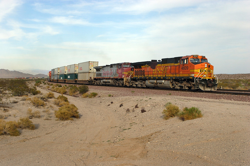 BNSF 4090 & BNSF 680 (both C44-9W's) are on the climb past Homer with a long westbound double stack train. 30/04/2007.