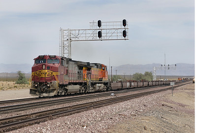 BNSF 605 & BNSF 4413 (both C44-9W's) head west with a bare table train at West Amboy. The photograph is taken from the Route 66 level crossing. 30/04/2007.