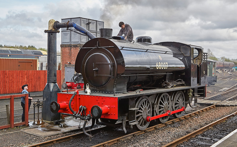 Class J94 (68007) taking water at Bo'ness Station - 1 May 2016