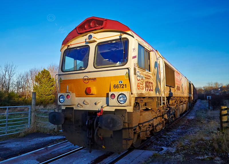 Diesel Locomotive 66721 'Harry Beck' departing Bo'ness Station - 28 December 2014