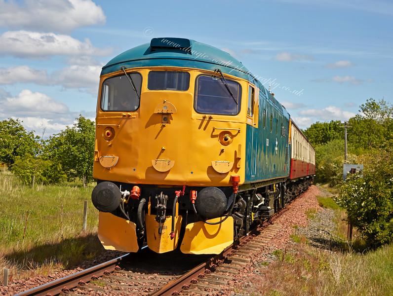 Diesel locomotive (26038) at Bo'ness - 30 May 2015