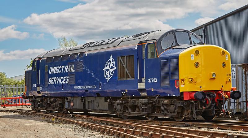 Diesel locomotive (37703) at Bo'ness - 30 May 2015