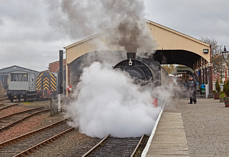 Class J94 (68007) at Bo'ness Station - 1 May 2016