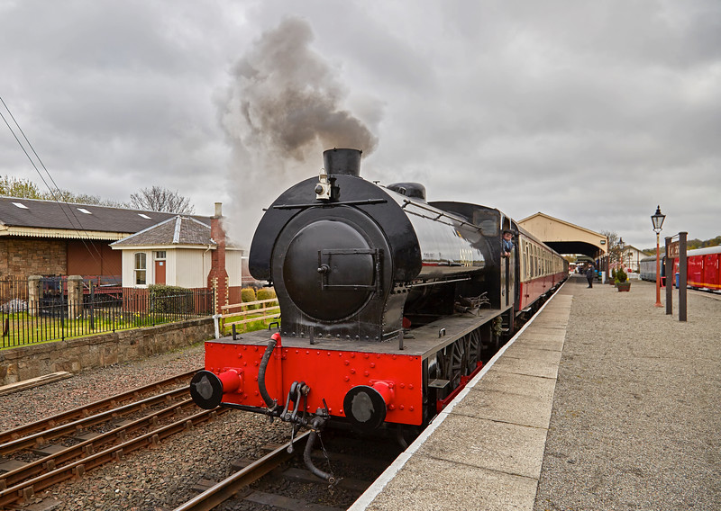 Class J94 (68007) departing Bo'ness Station - 1 May 2016
