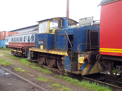 English Electric (EEV) 0-6-0DH 2ZD4 (D1194) at Booths Scrap Yard  23/06/07.