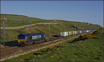 2013 05 25 66423 03.23 Grangemouth-Daventry WCML.diversion,winds along the cliff tops at Lamberton.