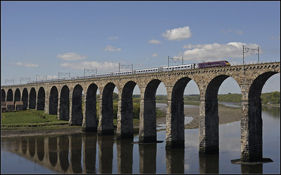 2013 05 25 91101 07.30 Kings Cross-Edinburgh ECML. north bound over the Royal Border Bridge.
