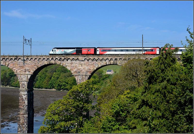 2018 05 19.43238 on the rear of 07.00 Kings Cross-Edinburgh service slows for Berwick stop.
