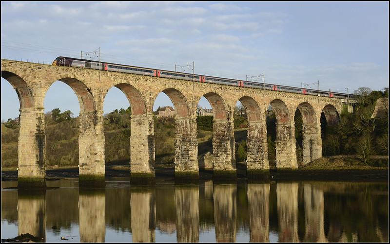 2017 12 03.X/C Hst on the 10.08 Edin-Bristol  T/Meads service on The Royal Border Bridge.