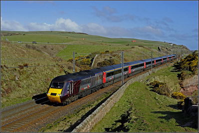 2013 04 27 43366 06.32 Dundee-Plymouth XC service up on the cliffs at Lamberton.