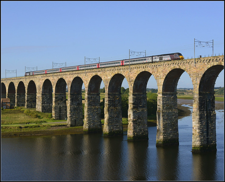 2017 09 02.Hst 09.54 Glasgow Central-Plymouth X/C service train on The Royal Border Bridge.