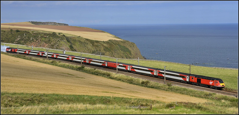 2017 09 02.Hst southbound VTEC service at Burnmouth.