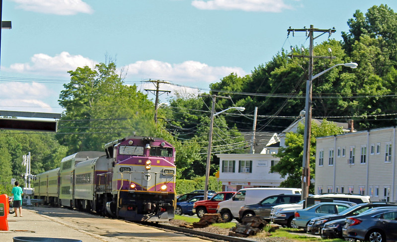 Ballardvale, Mass. - MBTA Engine 1136 on Train 211