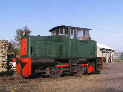Hunslet 6263/1964 is an 0-4-0 diesel hydraulic loco which was new to the South Western Gas Board and is seen on the line leading to the engine shed