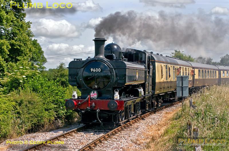 9600, Horsenden Lane Level Crossing, 1Z38, 3rd July 2010