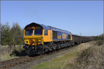 2013 04 30 66708 Potland Burn-Kellingley Colliery loaded wagons,approaches Linton Lane crossing.