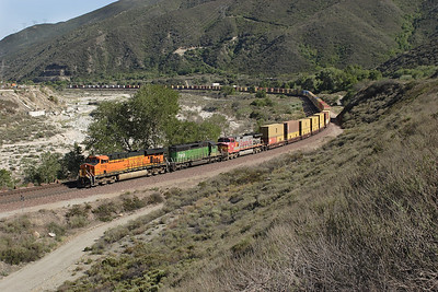 BNSF 7713 (ES44DC), BNSF 7913 (SD40-2) & BNSF 652 (C44-9W) eastbound doublestack train near mile 475. This is the lower end of the pass and both BNSF tracks are running parallel again. 07/05/2007.