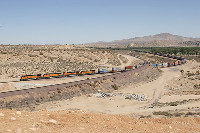 BNSF 5373, BNSF 684, BNSF 1095 (all C44-9W's) & BNSF 886 (C40-8W) westbound doublestack train at Frost crossover. 07/05/2007.