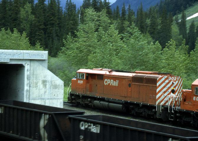 CP Mt Macdonald tunnel 2 trains