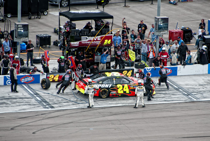 Jeff Gordon in the 24 car pits during the Kobalt 400.