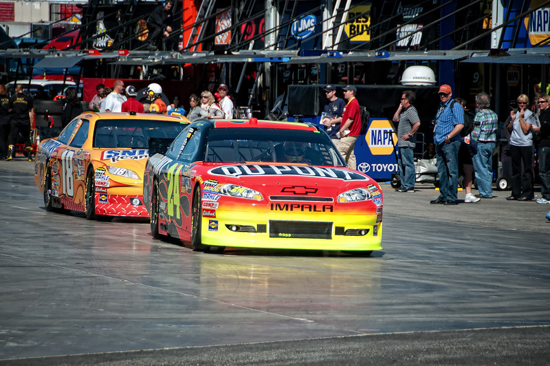 Pre race tune and test sessions for Jeff Gordon, #24 and Kyle Busch, #18.