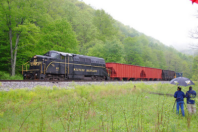 A rare GM EMD BL-2 leading the photo freight at a runby.