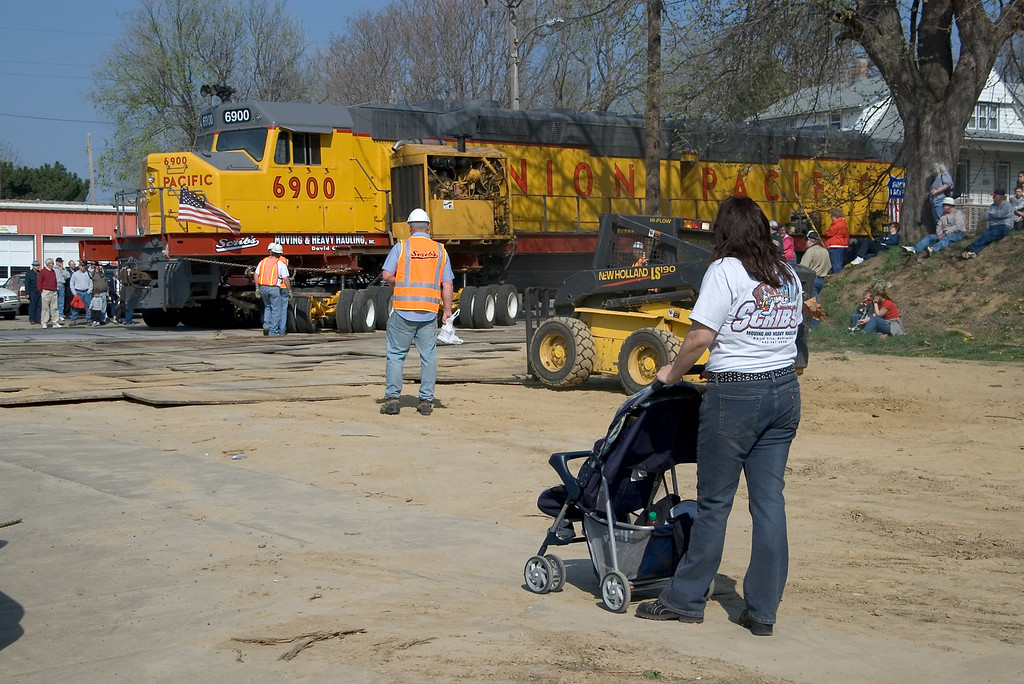 "<br><font size=""3"">I wondered why this women was wheeling her baby so close to the action until I read the name on the back of her shirt. </font>"