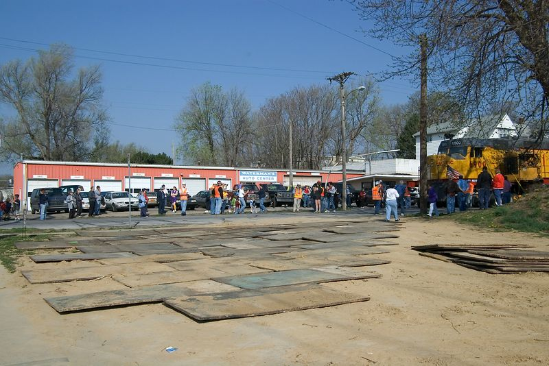 "<br><font size=""3"">Metal plates were used to spread the load over an unpaved lot.  There was a break in the action while the crew prepares to bring the engine around the corner.</font>"