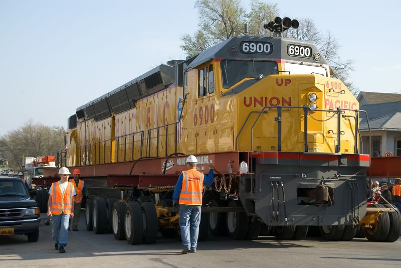 """<br><font size=""""3"""">The engine was raised on hydraulic-drive wheel-sets.  It moved down 10th street at a screaming 3 mph.  The Centennials were capable of pulling a train at 90 mph.  </font>"""