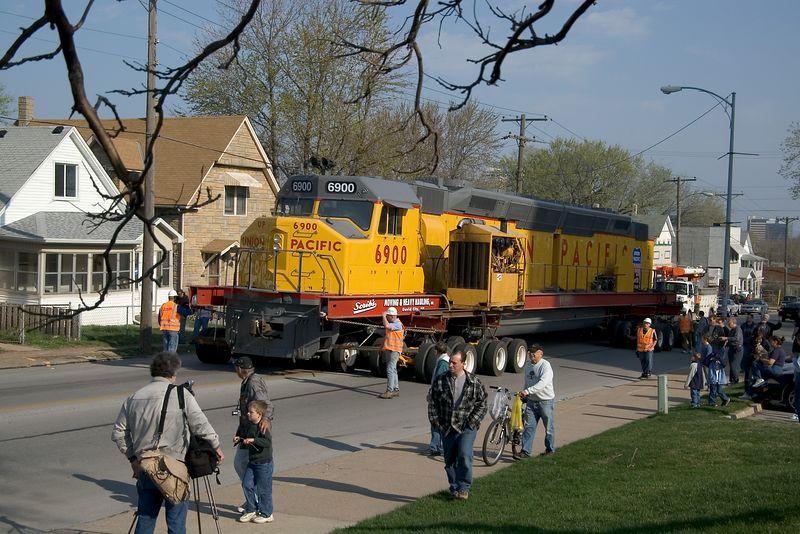 "<br><font size=""3"">The Centennials were the largest diesel-electric locomotives ever built.  </font>"