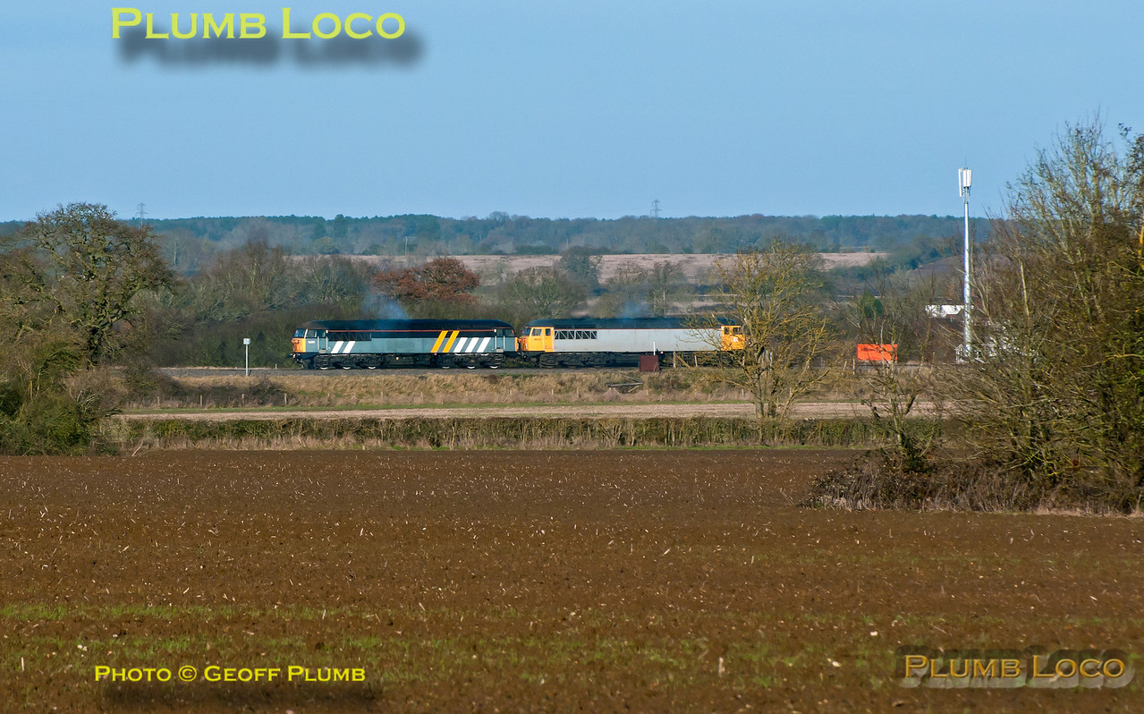 With the failed 56312 leading at this stage together with rescue loco 56301, the pair round the curve at Shepherd's Furze Farm from Calvert to Claydon L&NE Junction before coupling up to the wagons left in the loop since the day before. 11:07, Tuesday 4th December 2012. Digital Image No. GMPI13099.