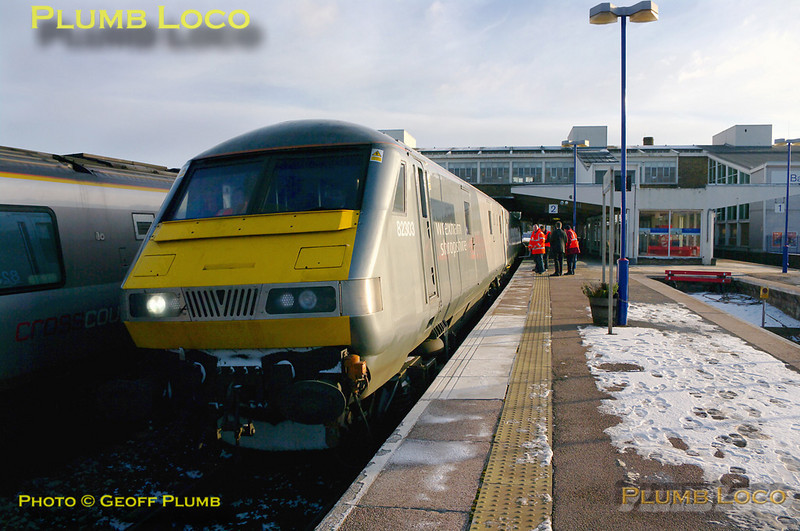 82303 and train make a very brief stop at Banbury for the safety team, seen further along the platform, to take their required measurements. The train is 1Z67, 13:00 Wembley LMD test train for Chiltern Railways, to Birmingham Snow Hill and return to Marylebone. 14:05, Wednesday 1st December 2010. Digital Image No. GMPI6961.